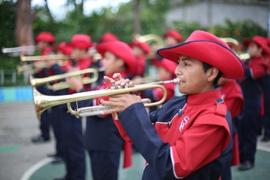 "The Saber y Gracia ""Fire Lions"" practicing in the school's courtyard (Photo by Jonathan Schoonover)"