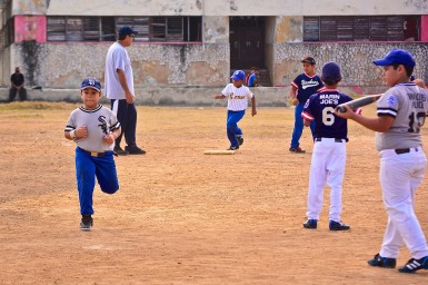Little league baseball in Havana