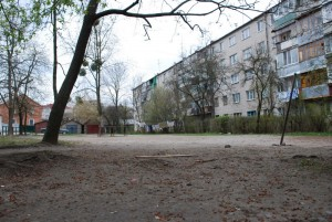 An empty community park between two apartment buildings.